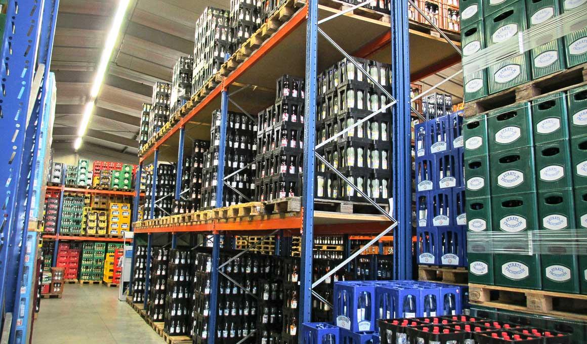 SL100 shelf system at beverage shop