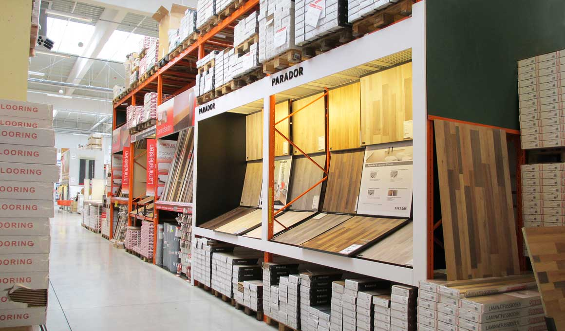 SL100 shop shelving at DIY superstore