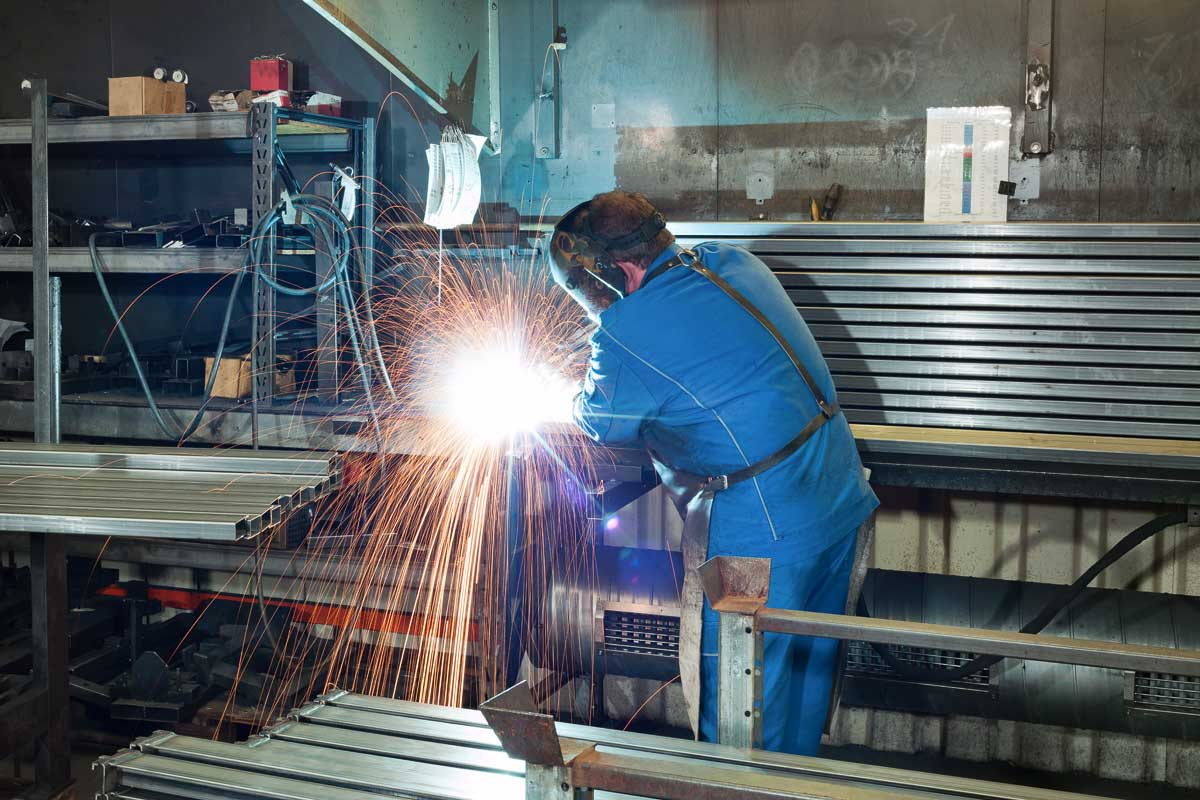 Brass shelving production: Welding