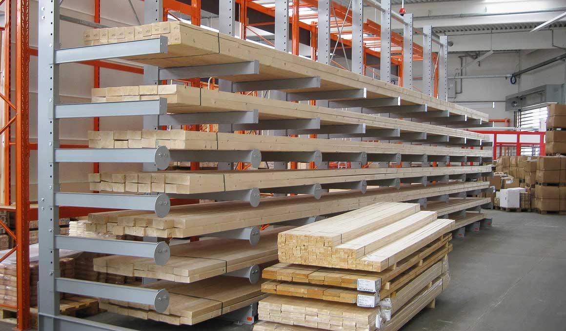 Kragarmregal CC als Holzlager